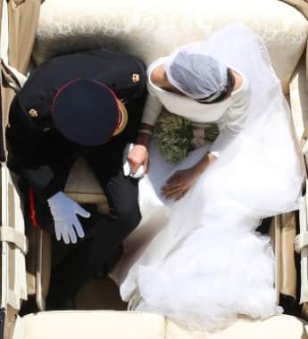 Prinz Harry und Herzogin Meghan in der Hochzeitskutsche