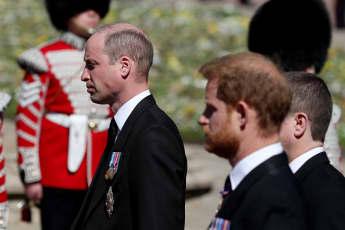 Prinz William und Prinz Harry bei der Beerdigung von Prinz Philip. Thronfolger William kämpft mit den Tränen
