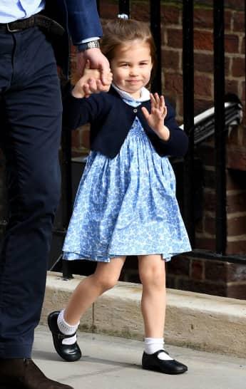 Prinzessin Charlotte winkt