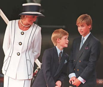 Lady Diana, Prinz Harry und Prinz William im August 1995 in London