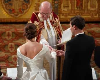 Prinzessin Eugenie Jack Brooksbank Hochzeit Kleid Narbe