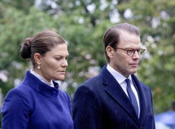 Prinzessin Victoria und Prinz Daniel bei der Gedenkfeier am Estonia-Denkmal auf dem Friedhof der Galeerenwerft auf der Insel Djurgarden in Stockholm, Schweden