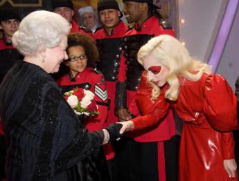 Königin Elisabeth II. und Lady Gaga