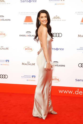 Rebecca Mir auf dem roten Teppich beim 47. Deutschen Filmball im Hotel Bayerischer Hof in München
