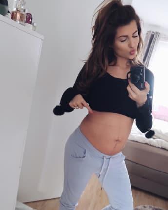 sarah harrison after baby body instagram 2017