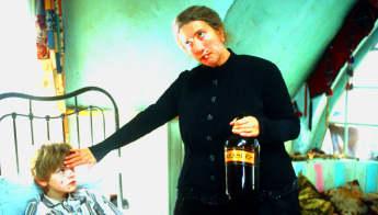 """Thomas Sangster und Emma Thompson in """"Eine zauberhafte Nanny"""""""