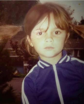 Victoria Beckham postet auf Instagram ein Kinderbild von sich