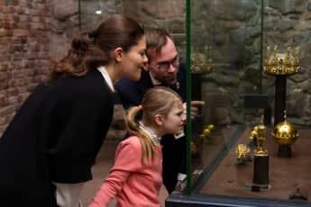 Prinzessin Victoria und Prinzessin Estelle kronen königliche Schatzkammer