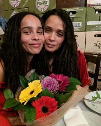 Zoë Kravitz und Mama Lisa Bonet sehen aus wie Zwillinge ähnlichkeit