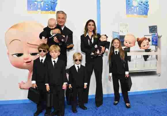 Alec und Hilaria Baldwin mit ihren Kindern