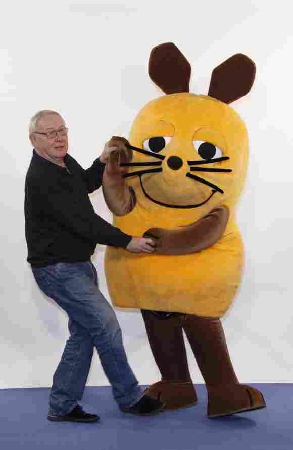 Armin Maiwald tanzt mit der Maus