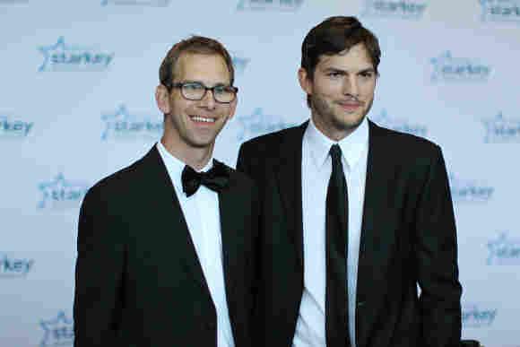 Ashton Kutcher mit seinem Zwillingsbruder Michael