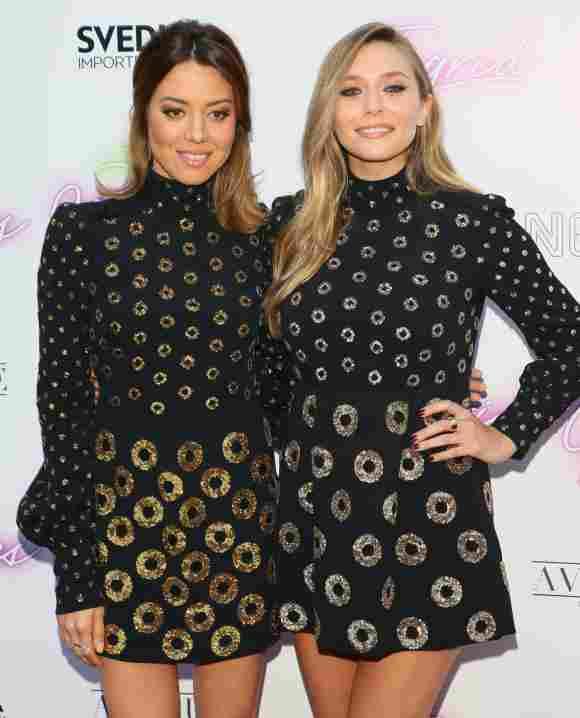 Aubrey Plaza und Elizabeth Olsen bei einer Filmpremiere im selben Kleid