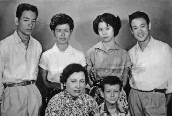 Bruce Lee mit seiner Familie