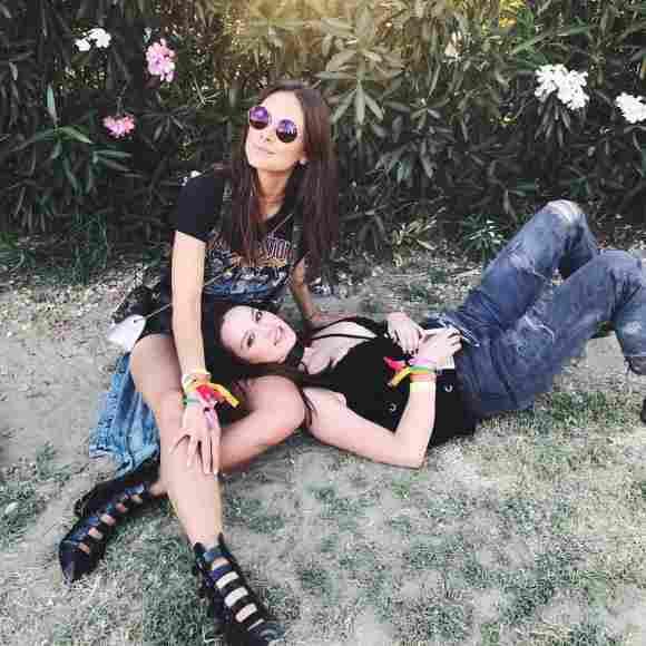 Janina Uhse und Emilia Schüle beim Coachella Festival
