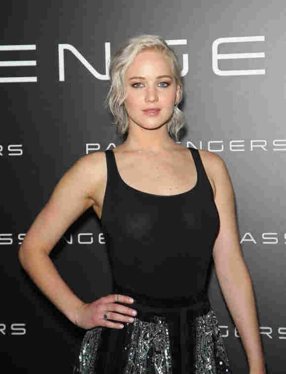 Jennifer Lawrence ohne BH