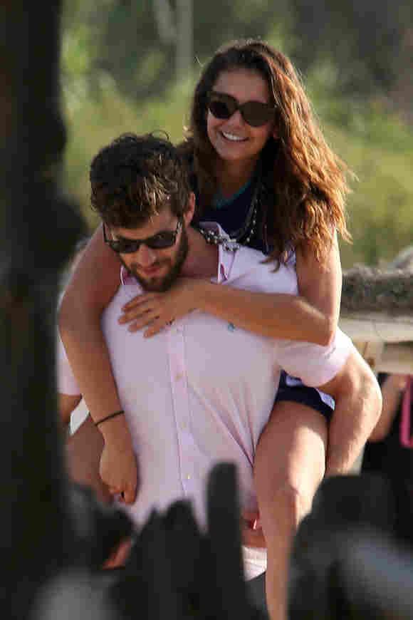Nina Dobrev und Austin Stowell total verliebt in St. Tropez