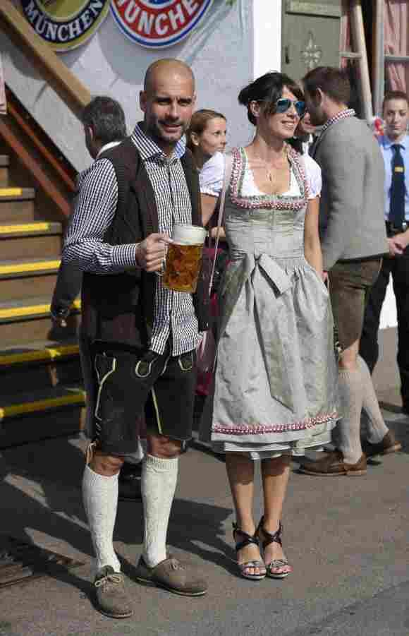 Pep Guardiola und seine Ehefrau Cristina Serra auf dem Oktoberfest