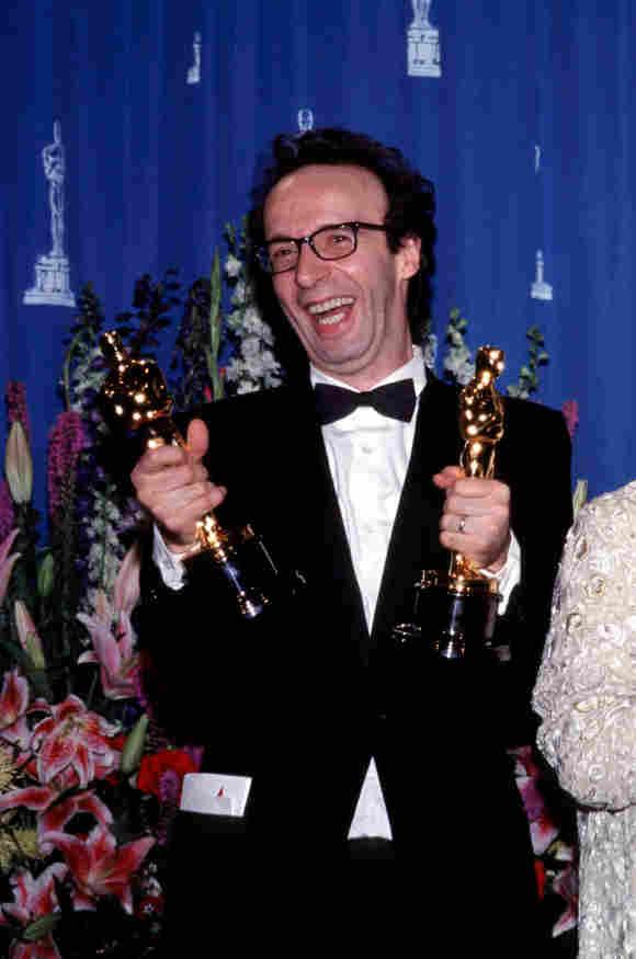 """Roberto Benigni konnte seine Glück nicht fassen! Für """"Das Leben ist schön"""" gewann er zwei Oscars"""