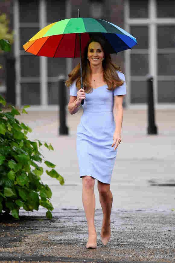 Wie ein Topmodel stolzierte Herzogin Kate bei der Eröffnung ihres eigenen Bildungszentrums in London