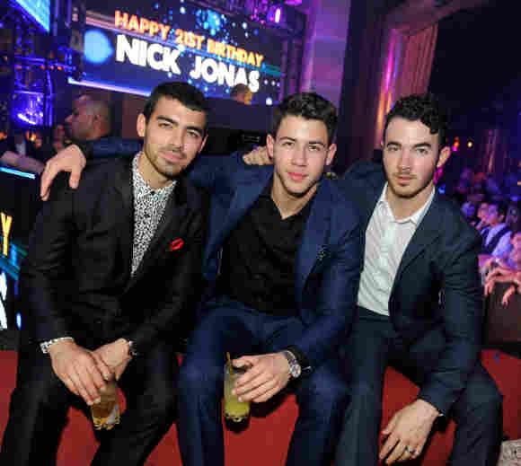 Joe Jonas Nick Jonas Kevin Jonas Jonas Brothers comeback