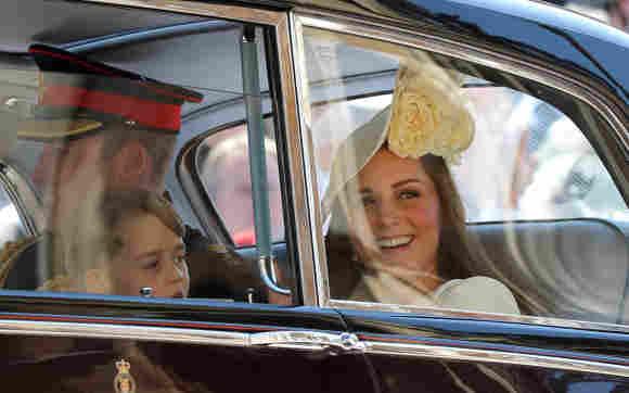 Prinz William, Prinz George und Herzogin Kate nach der Hochzeit.