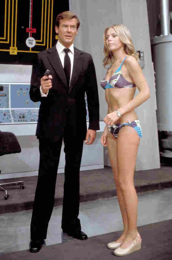 Roger Moore und Britt Ekland