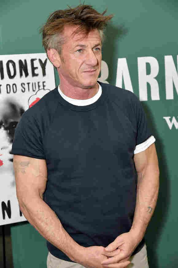 """Sean Penn diskutiert am 28. März 2018 auf dem Barnes & Noble Union Square über sein neues Buch """"Bob Honey, der nur Sachen macht: Ein Roman"""""""