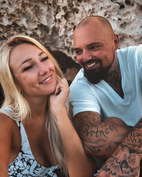 Nik Schröder und Jessica Neufeld sind verlobt