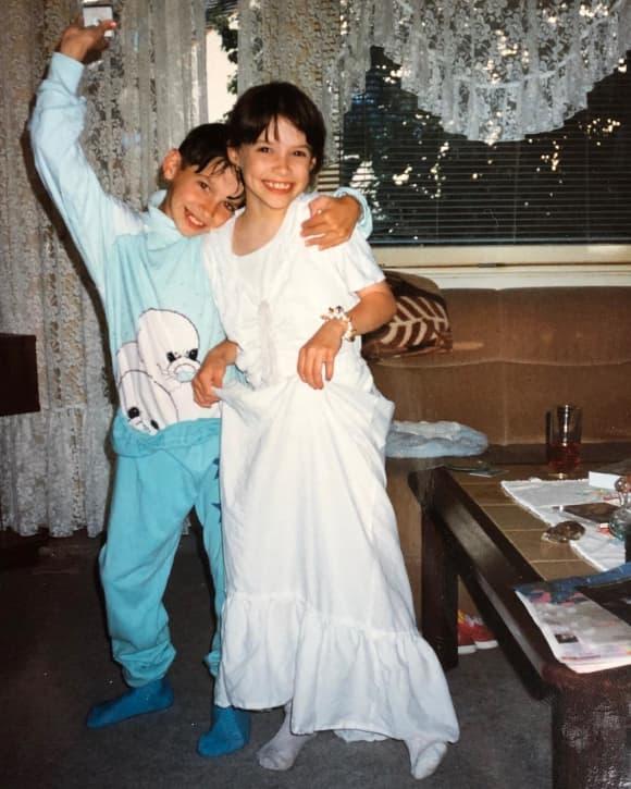Daniela Katzenberger 1992 mit ihrem Bruder Tobias