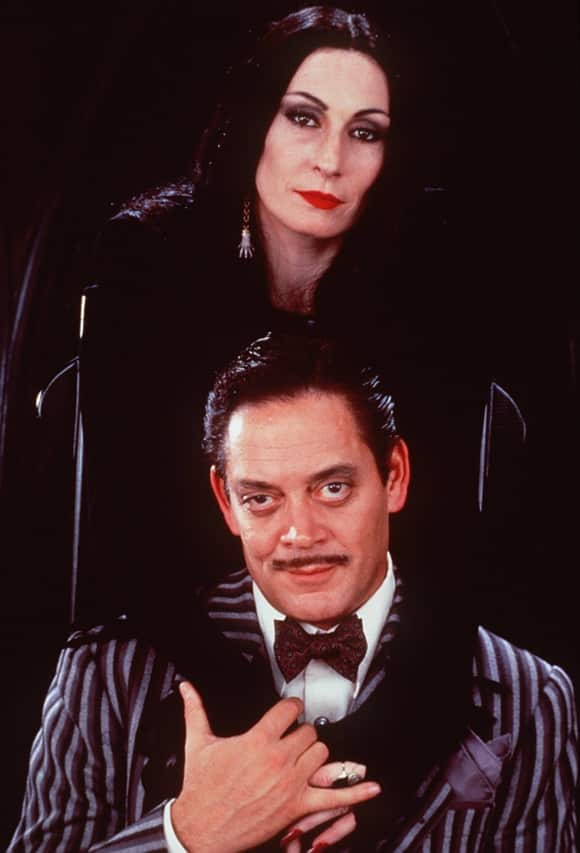 "Anjelica Huston und Raul Julia in ""Die Addams Family"""