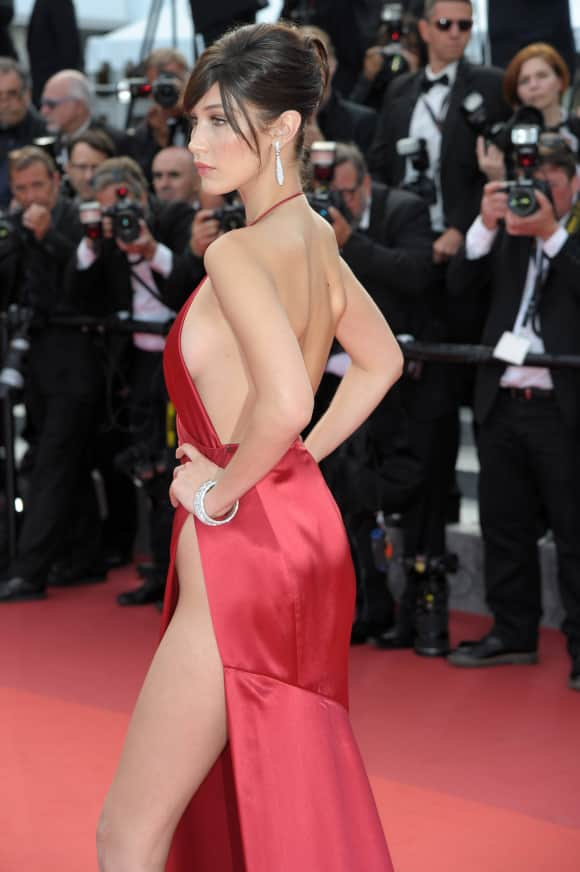 Bella Hadid unten ohne in Cannes