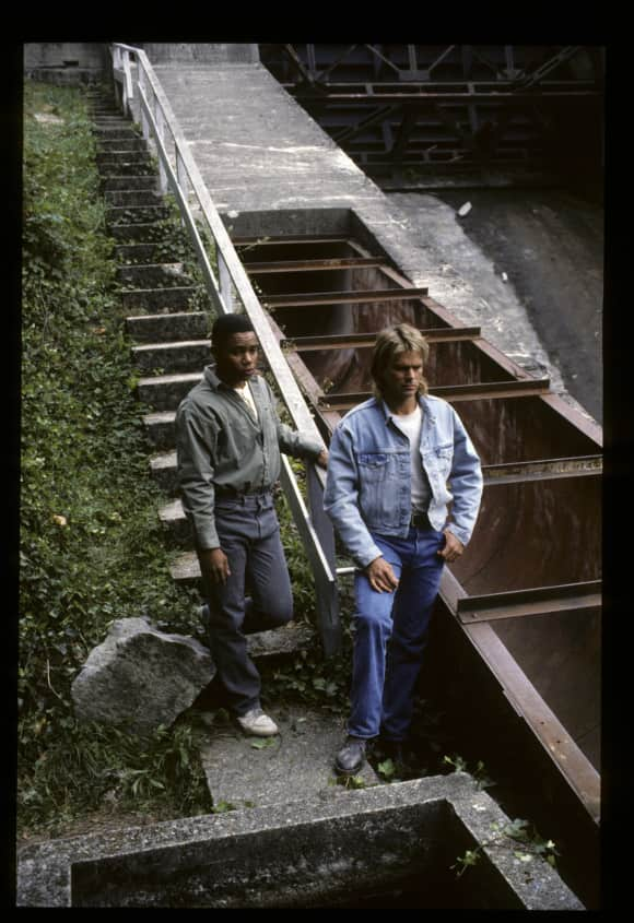 """Cuba Gooding Junior and Richard Dean Anderson in """"MacGyver"""""""