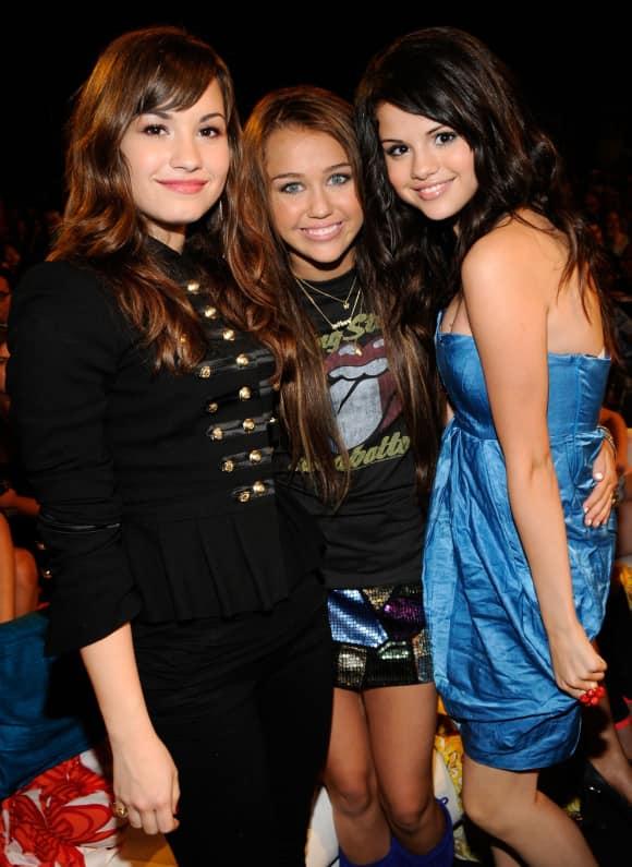 Demi Lovato, Miley Cyrus und Selena Gomez 2008