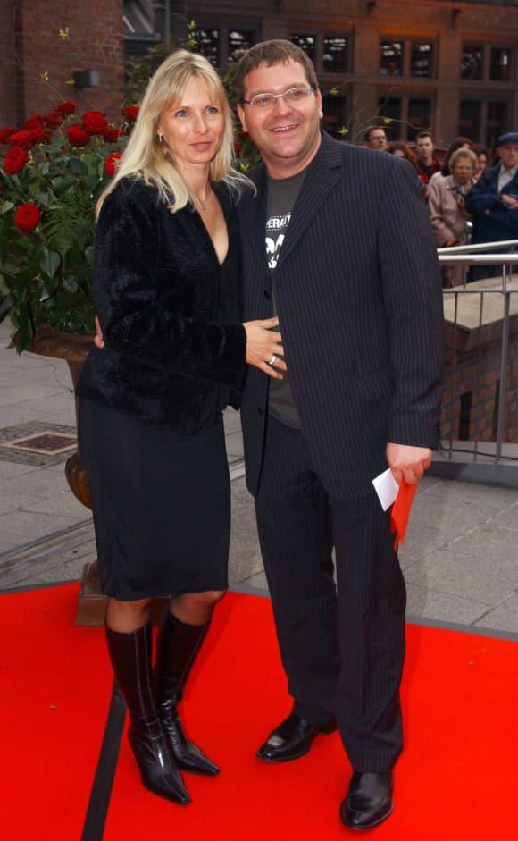 Elton mit seiner Ehefrau Yvonne