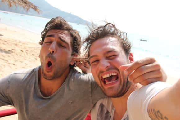 """Elyas M'Barek und Marcel in einer Drehpause zu dem Film """"Fack ju Göhte 2"""""""