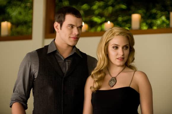 Emmet (Kellan Lutz) und Rosalie (Nikki Reed) in Twilight