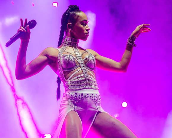 FKA Twigs performt auf dem Coachella Festival