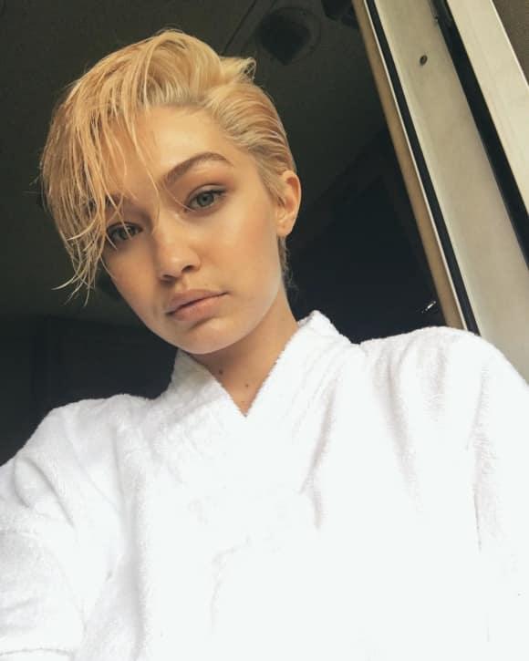 Gigi Hadid zeigt sich mit kurzen, blonden Haaren
