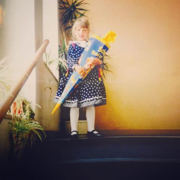 Iris Mareike Steen Schauspielerin als Kind bei ihrer Einschulung