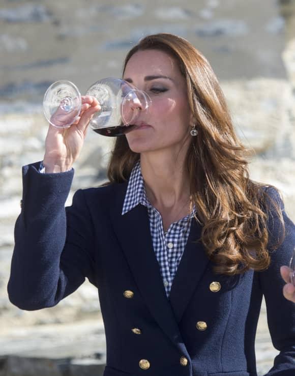 Herzogin Kate bei einer Weinprobe Alkohol