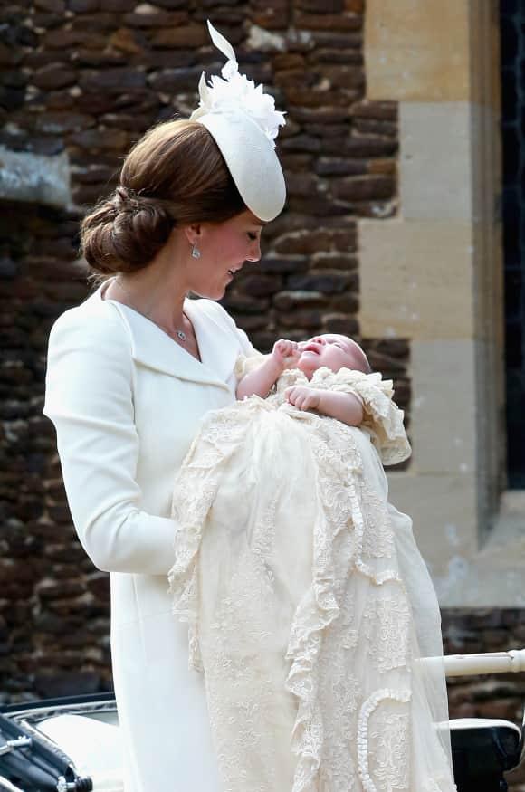 Kate Middleton und Prinzessin Charlotte am Tag ihrer Taufe