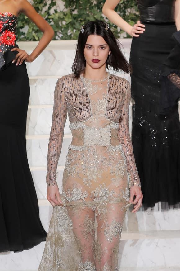 Kendall Jenner Nippelblitzer auf dem Laufsteg
