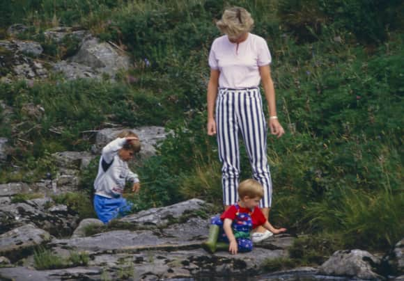Prince William, Prince Harry and Princess Diana on vacation