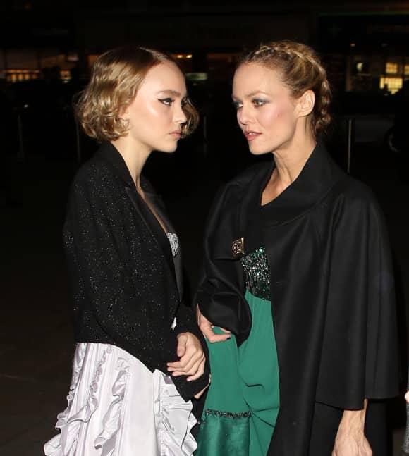 Lily-Rose Depp ist ihre Mutter Vanessa Paradis wie aus dem Gesicht geschnitten