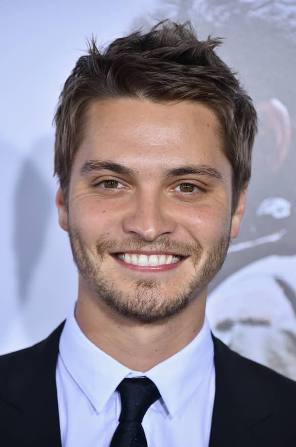 "Luke Grimes alias ""Elliot Grey"""
