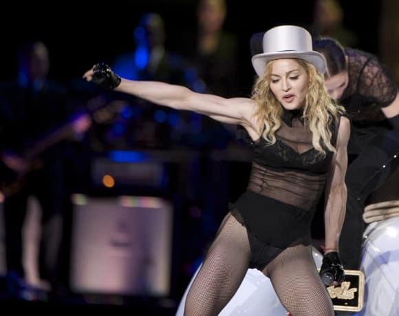 Madonna in Unterwäsche auf der Bühne Konzert
