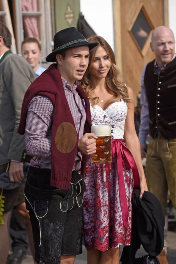 Mario Götze und Ann-Kathrin Brömmel auf dem Oktoberfest