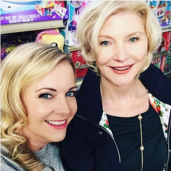 Beth Broderick und Melissa Joan Hart Sabrina - Total verhext Serie Reunion