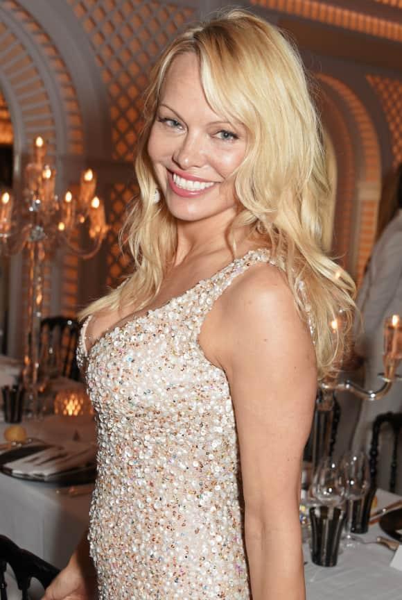 Pamela Anderson ist auch dezent geschminkt super hübsch